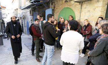 القدس المحتلة بين مرشدين سياحيين فلسطيني وإسرائيلية
