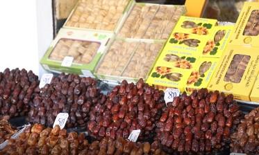 إقبال واسع على التمر المحلي خلال رمضان الجاري
