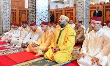 أمير المؤمنين يؤدي صلاة الجمعة بمسجد الحسن الثاني بالدارالبيضاء