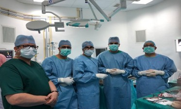 أزرو: نجاح فريق طبي وتمريضي في إجراء عملية استبدال كلي لمفصل الكتف