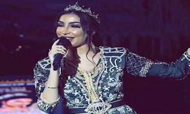 دنيا باطمة تلهب حماس جمهور موسم طانطان بنداء الصحراء المغربية وأغاني وطنية وشعبية تراثية