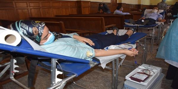 وكيلة الملك بالمحكمة الابتدائية أول المساهمين في خملة التبرع بالدم