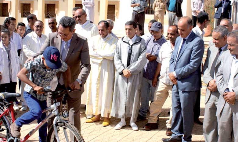 Distribution de 300 bicyclettes aux élèves en milieu rural
