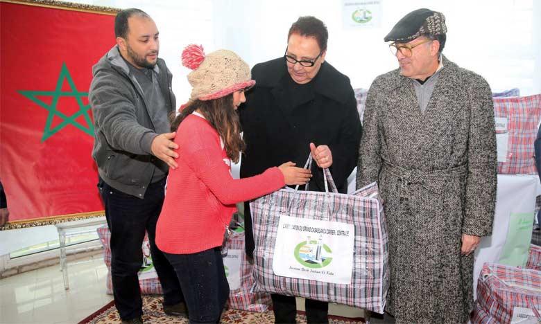 Plus d'une quarantaine de fillettes, pensionnaires du Centre de protection de l'enfance d'Al Fida – Casablanca, ont bénéficié d'une opération de solidarité.                              Ph. Seddik