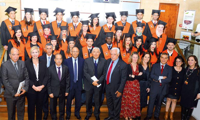Le programme du Master est dispensé par des professionnels principalement des deux banques partenaires, Attijariwafa bank et Banco Santander, et des professeurs universitaires marocains et espagnols.