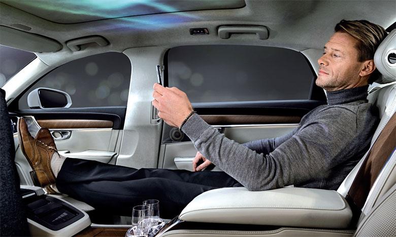 Le nouveau concept revisite les déplacements avec chauffeur en mettant l'accent sur le confort des passagers arrière.