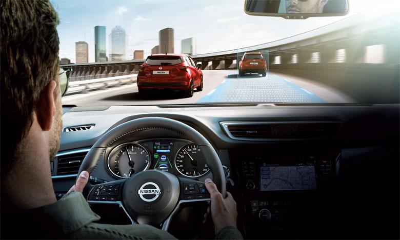 Nissan ProPilot est un système de conduite assistée qui aide le conducteur à se maintenir dans sa file et l'assiste en cas d'embouteillage.
