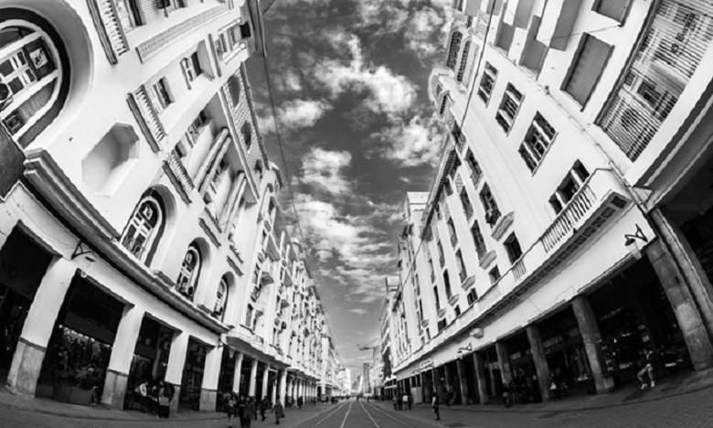 Casablanca est un musée d'architecture à ciel ouvert s'étalant sur plus d'un siècle, vivant, palpitant et courtisant à merci le regard connaisseur.