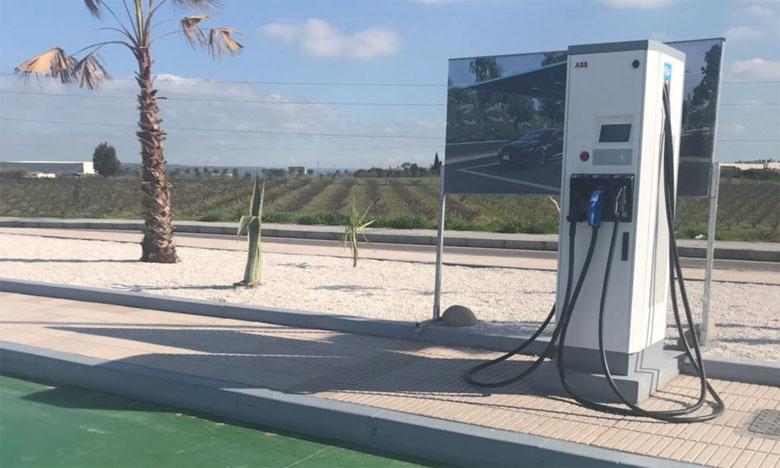 En ouvrant le réseau de distribution Total à d'autres énergies propres destinées à la mobilité,  ses stations-service deviennent multi-énergies.