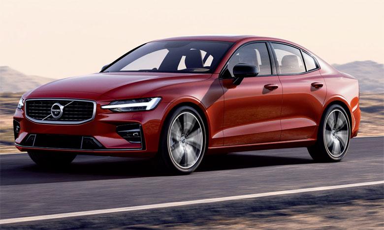 Le lancement de la nouvelle S60, première Volvo commercialisée sans motorisation diesel, souligne l'engagement de l'entreprise en faveur de l'électrification et d'un futur durable, sans moteurs à combustion traditionnels.
