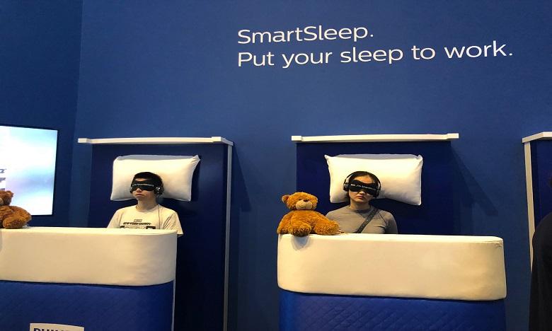 Philips a aménagé des lits à la verticale pour faire tester aux visiteurs un de ses dernières innovations. Ph. DR
