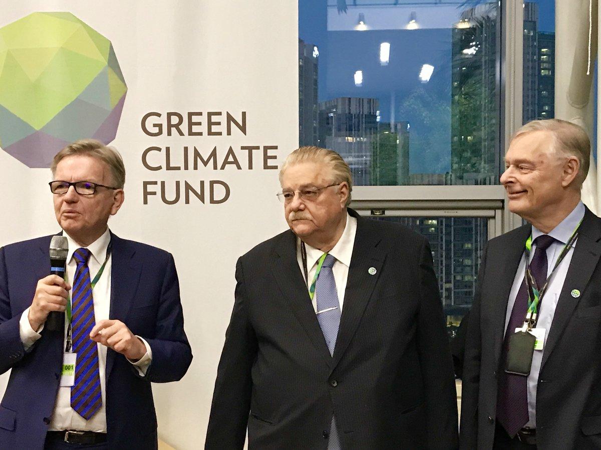 En dépit des avancées réalisées par le Fonds Vert pour le Climat, Lennart Bage et Paul Oquist (1er et 2e à partir de la droite) coprésidents du Conseil d'administration, regrettent que faute d'un mécanisme de prise de décision, le Fonds a souvent eu du mal à parvenir à un accord sur les projets à financer. Ph. DR