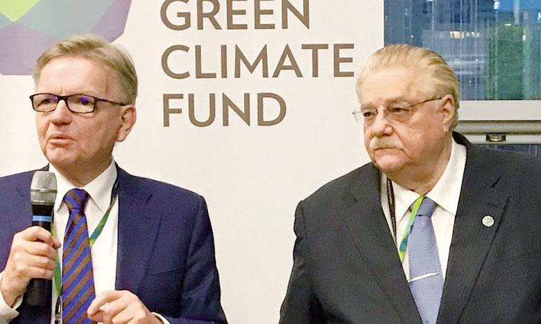 En dépit des avancées réalisées par le Fonds vert pour le climat, Lennart Bage et Paul Oquist (1er et 2e à partir de la droite) coprésidents  du Conseil d'administration, regrettent que faute d'un mécanisme de prise de décision, le Fonds ait souvent eu du mal à parvenir à un accord sur les projets à financer. Ph. DR