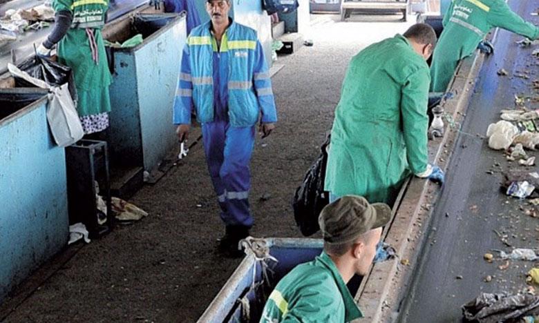 Le changement de 22 décharges en centres d'enfouissement et de valorisation a permis l'intégration de 1.000 travailleurs dans le secteur du tri des déchets, selon Mme El Ouafi.