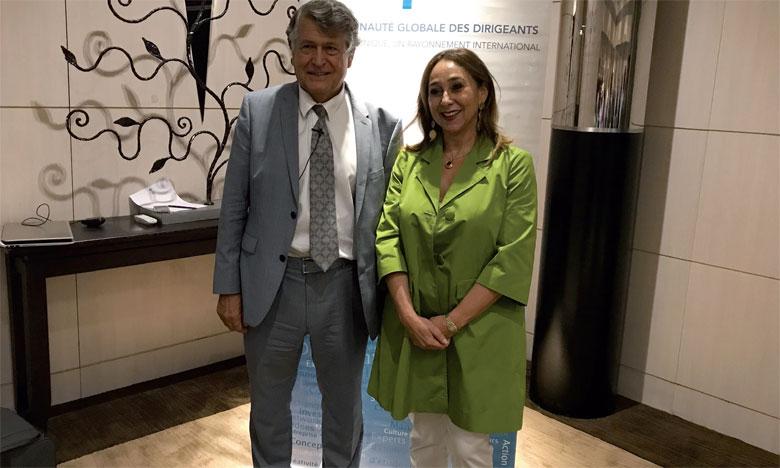 François Aélion, expert APM en techniques de charisme, avec Farida Jirari, directeur général de l'association du progrès des dirigeants.