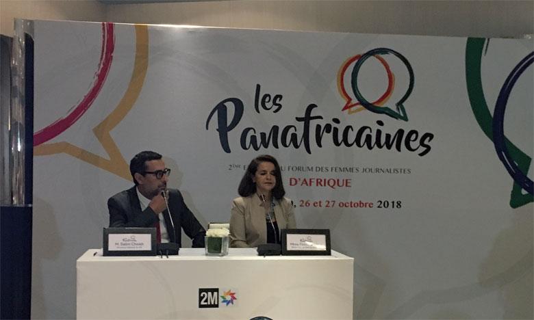 Salim Cheikh, directeur général du groupe 2M, et Fathia Al Aouni, rédactrice en chef principale en charge de l'antenne de radio 2M présentant le Forum.