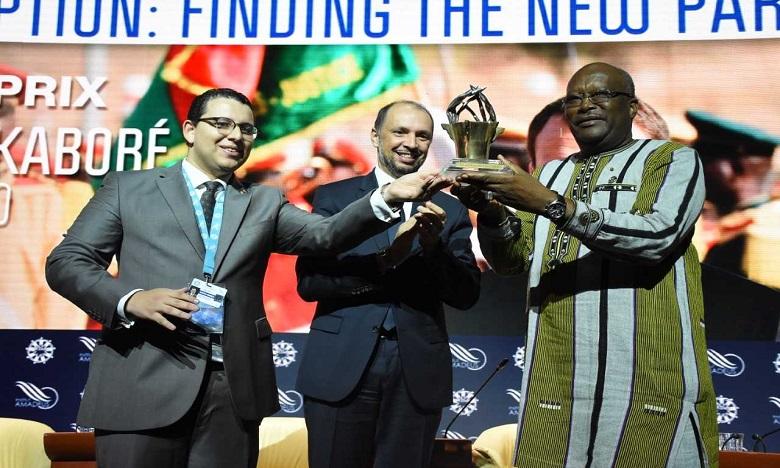 Le président du Burkina Faso, Roch Marc Christian Kaboré recevant le le Grand Prix MEDays 2018. Ph: Saouri