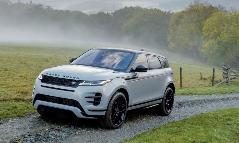 Évolution sophistiquée du design d'origine si reconnaissable, le nouvel Evoque se distingue par sa ligne de toit profilée et sa ceinture de caisse rehaussée typique de la famille Range Rover.