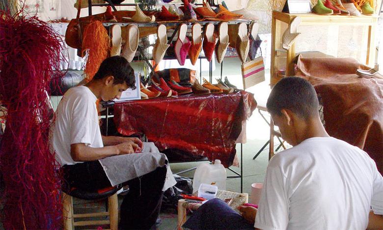 L'artisanat emploie plus de 2,3 millions artisans, soit 20% de la population active occupée à l'échelle nationale, répartis entre l'artisanat à fort contenu culturel (400.000 personnes), l'artisanat de production utilitaire (800.000) et l'artisanat de service (1,1 million d'artisans).