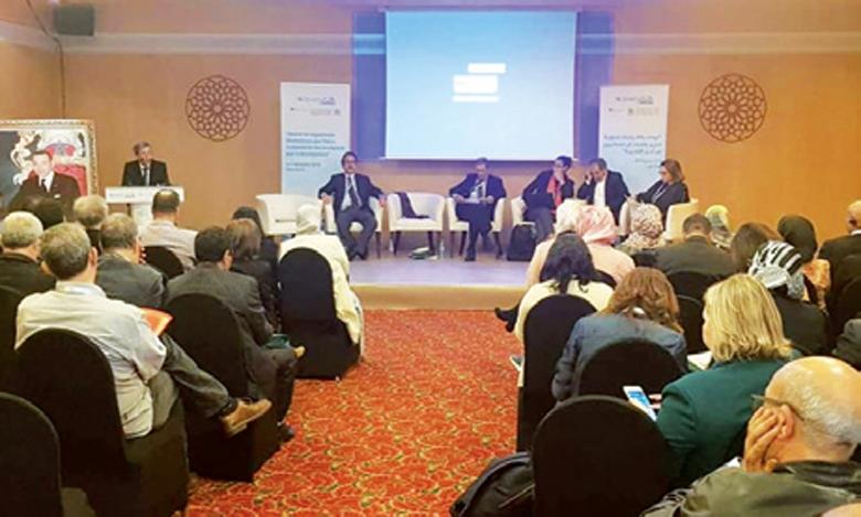 Le débat de vendredi du Forum mondial sur la migration et le développement a abordé les défis que doit relever le Maroc en tant que pays situé entre une Afrique subsaharienne, jeune, en développement et une Europe vieillissante, à croissance économique limitée et qui ferme ses frontières à l'immigration venant du Sud.