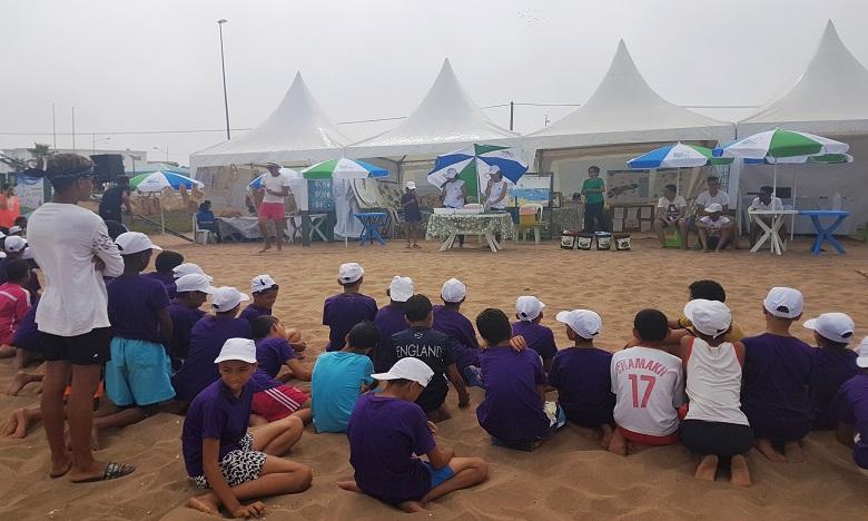 Quelque 24.000 enfants à la protection de l'environnement, dans le cadre de l'opération « Plages Propres » au niveau de la plage Lalla Meryem de Casablanca.