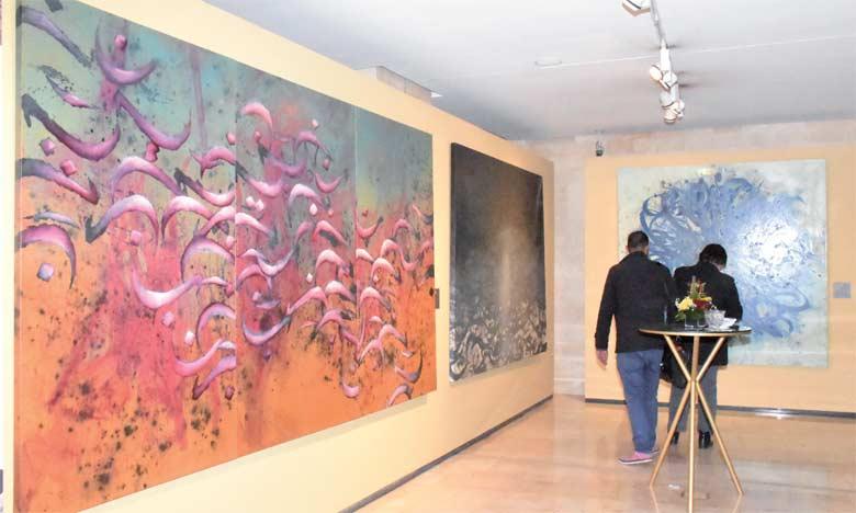 «Les cinq peintres participant à cette prestation sont connus pour leur démarche graphique qui prend  la lettre comme prétexte pour dévoiler sa gestuelle et son côté graphique.»Abderrahmane Benhamza. Ph. Kartouch