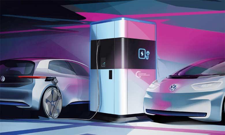 Un maximum de quatre véhicules peut être rechargé simultanément: deux en courant continu  et deux en courant alternatif.