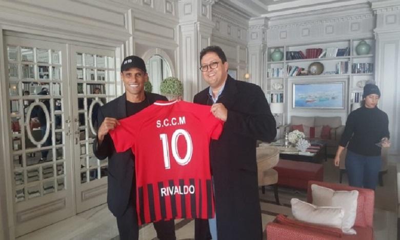 Rivaldo en compagnie de Hicham Aït Mena.