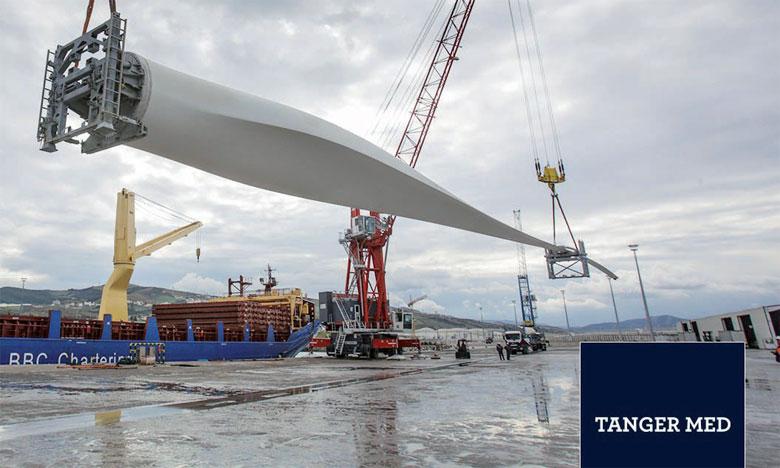 Les premières pales éoliennes destinées au projet norvégien, en partance du port de Tanger Med. Ph. Tanger Med
