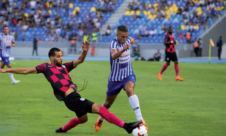 Phase de jeu du match entre le Rapide Oued Zem et l'Ittihad de Tanger.