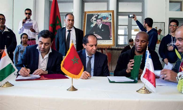 La convention de partenariat vise à développer la numérisation des établissements scolaires mis  à disposition par l'AREF dans la région de Casablanca-Settat.