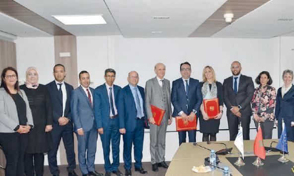 Le protocole d'entente a été signé entre Hicham Zanati Serghini, directeur général de la CCG, et Emma Navarro, vice-présidente de la BEI en charge  des activités de la Banque au Maghreb.