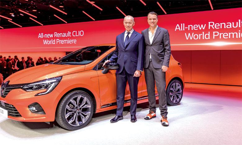 Aux côtés de Thierry Bolloré, le nouveau directeur général du Groupe Renault (à gauche), Laurens van den Acker, directeur du Design industriel du Groupe, a rappelé que cette cinquième génération est la meilleure des Clio.