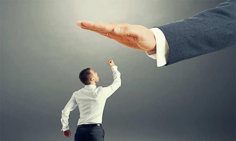 La personne qui souffre du syndrome de «Cronos» sera jalouse des réussites des autres et essayera  de les détruire.  Ph. Shutterstock