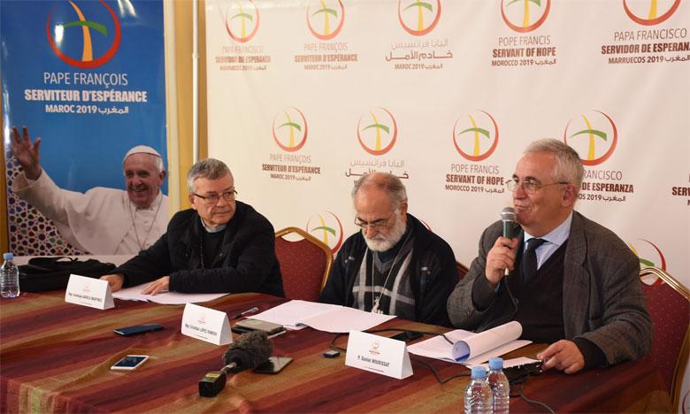 De gauche à droite, Mgr Santiago Agrelo Martínez, archevêque de Tanger, Mgr Cristóbal López Romero, archevêque de Rabat, et le Vicaire général, le père Daniel Nourissat. Ph. Saouri