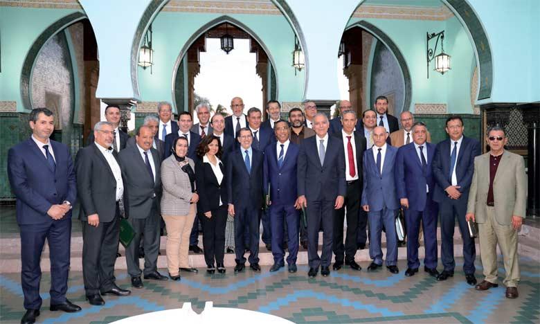 Le gouvernement, trois centrales syndicales et la Confédération générale des entreprises du Maroc ont signé, jeudi dernier à Rabat, le nouvel accord social qui vise essentiellement à améliorer le pouvoir d'achat des fonctionnaires et des employés du secteur privé.