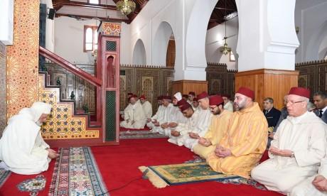 Sa Majesté le Roi Mohammed VI, Amir Al Mouminine, accomplit la prière du vendredi à la mosquée Ould Al Hamra à Casablanca