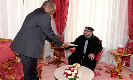 S.M. le Roi reçoit un envoyé spécial du président nigérian, porteur d'un message écrit au Souverain