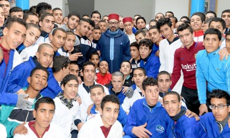 S.M. le Roi inaugure un Centre de formation professionnelle à la prison locale El Arjat II et lance le programme d'appui à l'auto-emploi des ex-détenus - Ramadan 2018