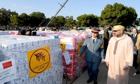 S.M. le Roi préside, supervise personnellement et donne le coup d'envoi de l'opération d'acheminement de l'aide humanitaire destinée au peuple palestinien frère