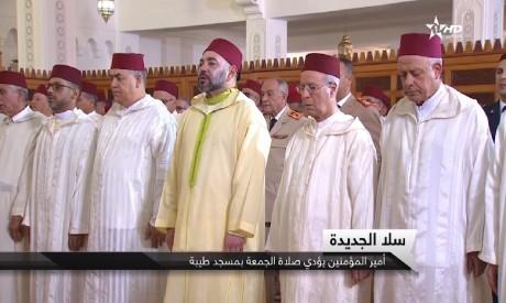 S.M. le Roi accomplit la prière du Vendredi à la mosquée Tayba à Sala Al Jadida