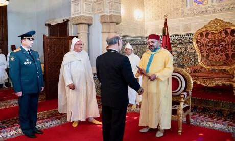 S.M. le Roi reçoit plusieurs ambassadeurs étrangers venus présenter au Souverain leurs lettres de créance