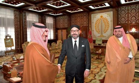 S.M. le Roi reçoit le ministre saoudien de l'Intérieur, S.A.R. le Prince Abdelaziz Ben Saoud Ben Nayef Ben Abdelaziz