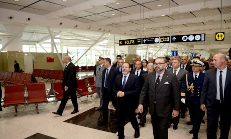Video : S.M. le Roi inaugure le nouveau Terminal 1 de l'aéroport Mohammed V de Casablanca et lance plusieurs infrastructures aéroportuaires de portée nationale