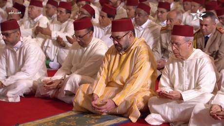 Video : S.M. le Roi, Amir Al Mouminine, accomplit la prière du Vendredi à la mosquée Hassan II à Casablanca